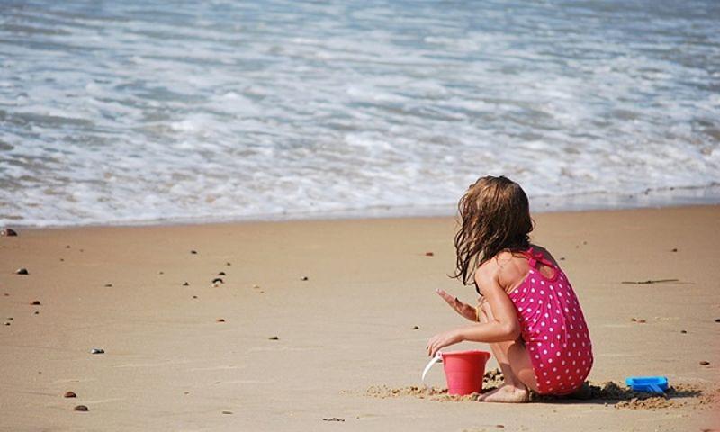 egységes nyaralás gyerek a tengeren